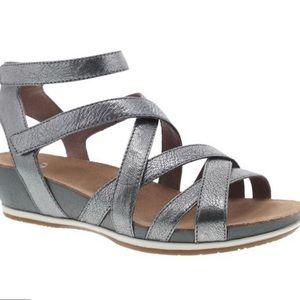Dansko Veruco Velcro strap sandal 37 graphite Napa